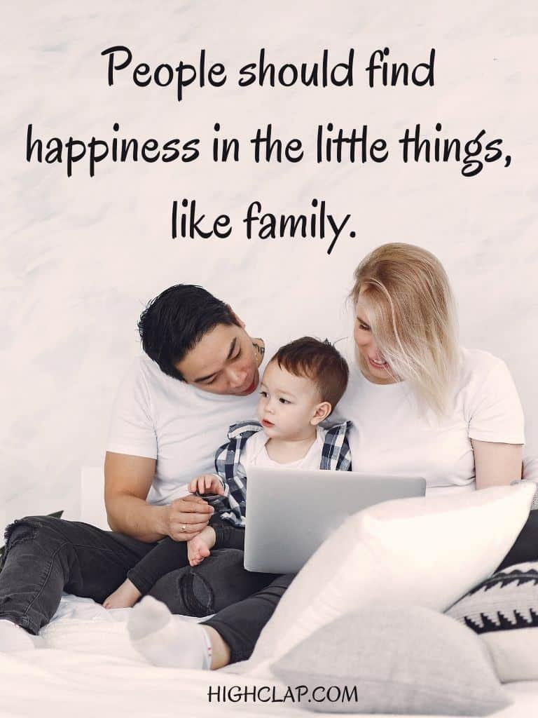 People should find happiness in the little things, like family - Amanda Bynes - Womens Day Quote